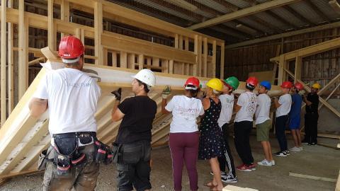 """Egnahemsfabriken är ett av de kooperativ som Mikrofonden Väst investerat i. På bilden ett bygge under projektet """"Tillsammans bygger vi"""". Bild: Eegnahemsfabriken"""