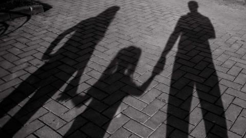 Tänk om det var ditt barn, din vän eller du själv, tänk om du tvingades fly från ditt hem, hur skulle du då vilja bli bemött?, undrar debattören Foto: Shutterstock