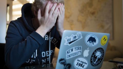 """""""Erfarenhet från bland annat svininfluensan visar att personer som redan brottas med psykisk ohälsa faktiskt mår ännu sämre under krisdrabbade tider"""", skriver debattörerna. Bild: Erik Nylander/TT"""