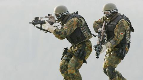 En lång rad vittnesmål visar att den tyska säkerhetspolisen varit helt ointresserade av att utreda misstankarna om de högerextrema kopplingarna som framkommit inom tyska KSK, Kommando Spezialkräfte. Foto: Thomas Kienzle/AP/TT