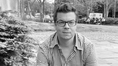"""Ben Lerners hyllade """"Topekaskolan"""" kommer nu på svenska. Dagens ETC:s recensent överrumplas av språkliga falluckor och nya tankespår.  Bild: Catherine Barnett"""