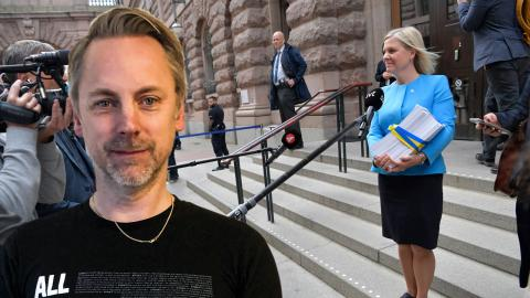 Finansminister Magdalena Andersson (S) promenerar med budgetpropositionen från Finansdepartementet till riksdagshuset för att delta ibudgetdebatten.
