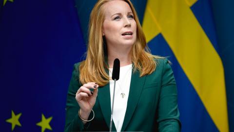 """Skillnaden mellan """"pro-business"""" och """"pro-market"""" iscensätts som tydligast av Annie Lööf (C) då hon låter särintressen gå före allmänintresset, enligt debattören. Bild: Tommy Pedersen/TT"""