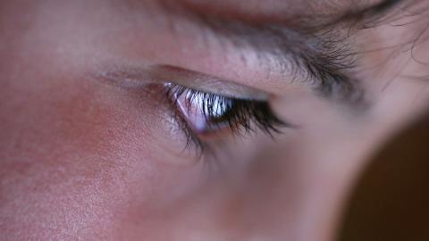 """""""Forskning visar att det finns samband mellan konsumtion av porr bland pojkar och män, och attityder som trivialiserar sexuella aggressioner och våld mot kvinnor"""", skriver debattören. Foto: Shutterstock"""