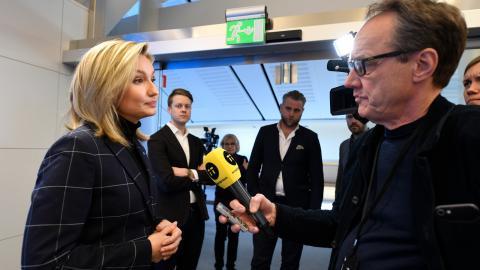 Kristdemokraternas partiledare Ebba Busch Thor intervjuas av TT efter att ha presenterat ny politik.  Bild: Ali Lorestani/TT