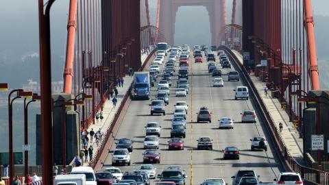Mycket trafik  på Golden Gate-bron  i San Francisco.   Bild: Shutterstock