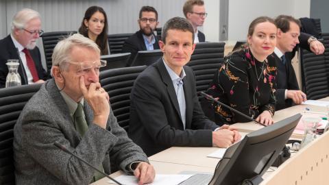 Norska staten inför rätta för oljeborrning, denna gång i högsta distans. Bild från när fallet togs upp i Oslo tingsrätt 2017.  Bild: Heiko Junge/NTB scanpix/TT