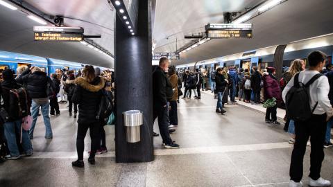 Människor med högre inkomster har större möjlighet att undvika kollektivtrafiken, påpekar Anton Lager på CES. Bild: TT/Amir Nabizadeh