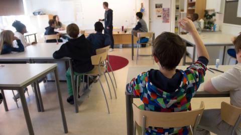 """""""Trots den rådande pandemin måste grundskolor upprätthålla samma kunskapskrav som i normala tider, trots att bemanningen och resurserna brister. Om dessa krav sänktes skulle skolverksamheten kunna skapa en rutin som funkar för eleverna"""", skriver debattöre Bild: FREDRIK SANDBERG/TT"""