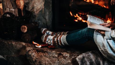 Tid för läsning i jul? Här är 24 tips. Bild: Shutterstock