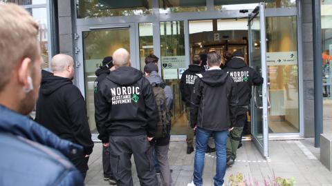 Åtalade NMR-anknutna i Göteborgs tingsrätt – där de friades för hets mot folkgrupp. Bild: Adam Ihse/TT