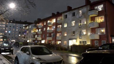 """Bostadsområde i Solna. """"Bristen på hyresrätter i Solna används som svepskäl för att skicka iväg flyktingarna till glesbygden"""", skriver debattörerna. Bild: Janerik Henriksson/TT"""