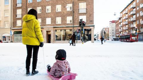 """I framtiden kan vita vintrar tillhöra undantagen. """"Konsekvenserna av den globala upp- hettningen märks mycket tydligare på  vintern"""", säger Gustav Strandberg, forskare på SMHI.  Bild: Christine Olsson/TT"""