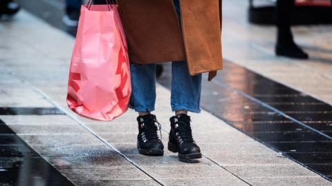 I dagsläget ligger den rikaste procentens utsläpp kopplat till konsumtion på 43 ton per person varje år, medan den fattigaste halvan står för 4,5 ton per person och år, visar Oxfams siffror. Bild: TT/Karin Wesslén