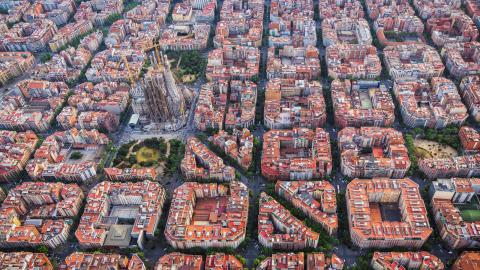 Debattörerna vill att Göteborg tar inspiration av Barcelona som ett steg i att minska de fossila utsläppen.  Bild: Shutterstock