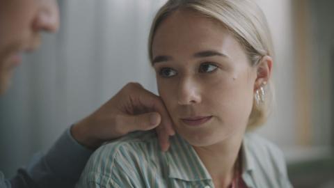 """Alba August i """"Alla utom vi"""".  Bild: Discovery plus"""