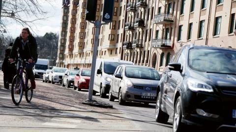 """Vänsterpartiet anser att biltrafiken iGöteborgs centrum är på randen till """"nästan livsfarlig"""" men även att innerstaden skulle blomstra och bli mer spännande bilfri.  Bild: Annelie Moran"""