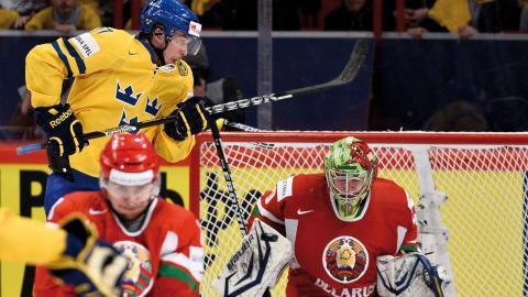 I slutet av maj ska Belarus arrangera hockey-VM. Sverige bör bojkotta  turneringen så länge Lukasjenko  sitter vid makten, skriver debattören. Bild: Anders Wiklund/TT