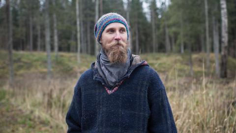 Kalev Järvik bor i närheten av Haanjas naturreservat. Han minns när han kunde gå rakt igenom reservatet, från den ena sidan till den andra, under en himmel av trädtoppar.  Bild: Paul Toetzke