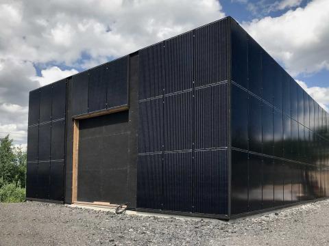 Den klimatpositiva serverhallen börjar  ta form i ETC Solpark. Här kommer ljudböckerna ligga när den är färdig.