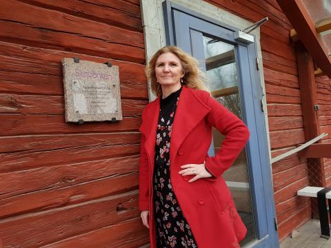 Maria Flock Åhlander på Ekobanken väljer Fairphone. Bild: Yvonne Perkins