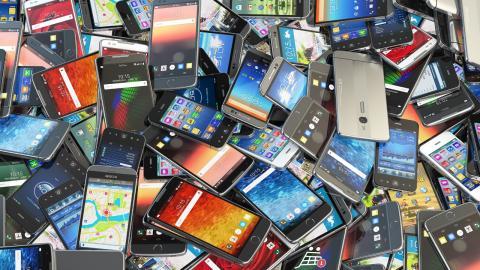 Ett sätt att hålla konsumtionen uppe är att begränsa produkters livslängd. Inte minst på elektronikområdet är så kallat planerat åldrande en medveten affärsstrategi, något som Frankrike nu infört lagstiftning mot. Bild: Shutterstock