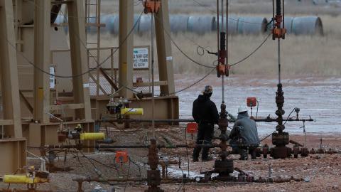 Oljebolagsjättarna BP, Chevron, Exxon, Shell och Total gjorde tillsammans förluster motsvarande 5326 miljarder kronor under förra året.  Bild: Eric Gay/SP