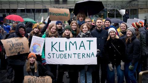 Klimatstudenterna under en demonstration i Stockholm i mars 2019. Sedan 2020 rankar studentrörelsen årligen klimatarbetet hos svenska lärosäten.  Bild: Folke Bosund