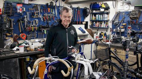 Det vanligaste vi lagar är punkteringar och växelproblem, berättar cykelhandlaren Björn Carlefalk. Bild: Jenny Lindström