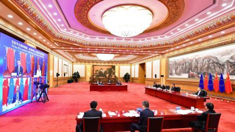 """""""Kina har infört sanktioner mot flera europeiska politiker och forskare som kritiserat landets ageranden i Xinjiang. EU måste ta ställning för dessa personer och visa sin solidaritet med det kinesiska folket som dagligen kränks och förtrycks"""". Bild: Li Xiang/TT/AP"""