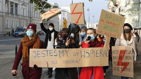 Demonstrationerna mot abortförbudet – och hela regeringspolitiken – är de största i Polen sedan 1989.  Bild: Joakim Medin