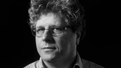 Vetenskapsskribenten Henrik Brändén insåg snabbt i våras att det fanns ett sug efter kunskap om det nya viruset. Nu kommer hans bok om corona och immunförsvaret.   Bild: Mattias Burell