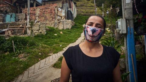 María Deysi Pradas vårdarbete har fortsatt i hemmet där hon tar hand om sin arbetslösa man.  Bild: Gerald Bermudez