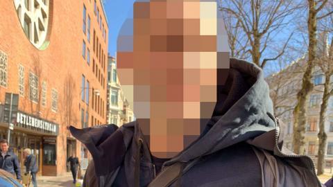 """Fredrik"" greps för vapeninnehav på Vasagatan i Göteborg i april 2020. Bild: Polisen"