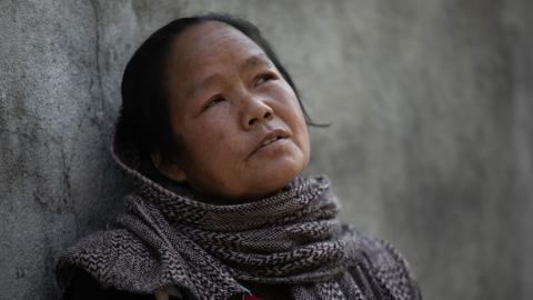 Nirmala Maharjans  tidigare arbetsgivare vill inte längre anlita henne på grund av en rädsla för att smittas av corona. Bild: Bikram Rai