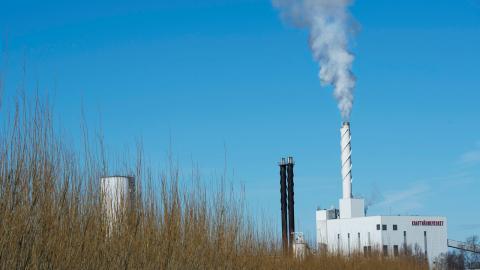 Kraftvärmeverket i Enköping gör värme av biobränsle. Bild: Fredrik Sandberg/TT