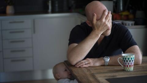 I Kronofogdens rapport framkommer att andelen ensamstående föräldrar som uppger att de någon gång under det senaste året inte kunnat betala sina räkningar före förfallodatumet ökade från 17 procent imaj 2020 till 42 procent i januari 2021.   Bild: Fredrik Sandberg/TT