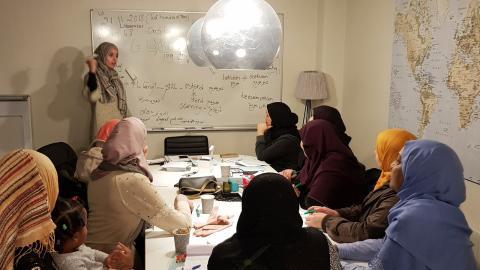 Deltagare i Folkbildningsrådets projekt som drivs av Ibn Rushd för kvinnor med utländsk bakgrund som vill komma i ett första jobb. Foto: Miriam Steinbach
