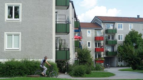 Örebrobostäder inför en fyragradig skala där en del av de lägenheter som behöver renoveras istället får en enklare och snabbare upprustning – och inte ger lika stora hyreshöjningar.  Bild: Örebrobostäder