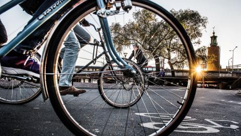 """""""Vill vi att cykeltrenden ska hålla i sig måste stora satsningar göras på ny och säker cykelinfrastruktur både i och mellan storstadskommunerna"""", skriver debattörerna. Bild: Tomas Oneborg/SvD/TT"""