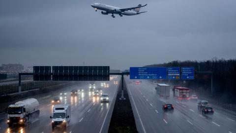Lufthansa hör till de mest klimatskadliga bland Europas flygbolag. Bild: Michael Probst/TT/AP