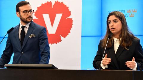 Tony Haddou och Nooshi Dadgostar kommenterar vårbudgeten. Bild: TT/Henrik Montgomery