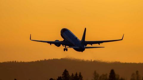 Norska Miljöpartiet vill se förbud mot reklam med fossildrivna flyg. Bild: Håkon Mosvold Larsen/TT/NTB