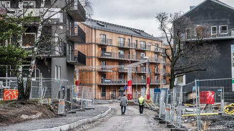 """""""Vi vill mota bostadsbristen genom ett ökat byggande av hyresrätter, och att de nya bostäder som byggs har överkomliga hyror"""", skriver debattörerna. Bild: Tomas Oneborg/SvD/TT"""