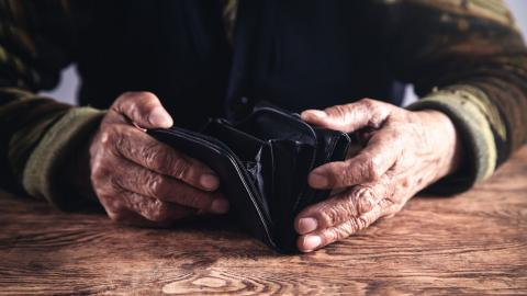 Flyktingar löper stor risk att bli fattigpensionärer. Hemlandstidsregeln är ofta avgörande för att minska deras ekonomiska utsatthet, menar debattörerna . Bild: Shutterstock