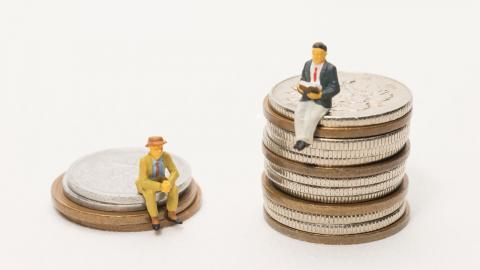 """""""När vi är otrygga är vi också ofria. Växande ekonomiska och sociala klyftor innebär både ofrihet och otrygghet för alla"""", skriver debattören. Bild: Shutterstock"""