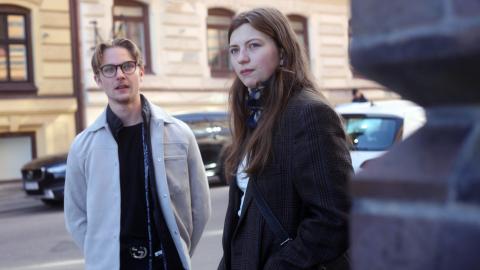 Simon Jansson och Hedda Älveby har fått vänja sig vid hemmastudier det här året. De är två av Göteborgs cirka 24 000 gymnasieelever – varav de allra flesta har fått plugga på distans sedan pandemin bröt ut.  Bild: Karin Annebäck