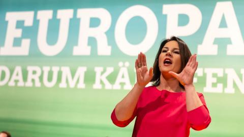 Annalena Baerbock – kanslerkandidat för De Gröna i Tyskland.  Bild: Jens Meyer/AP