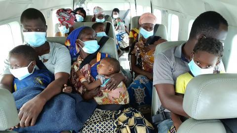 Några av de som tvingades fly från Palma evakuerades med flygplan i torsdags förra veckan.  Foto: Dave LePoidevin/AP/TT