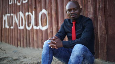 Människorättsaktivisten S'bu Zikode har kämpat för värdiga bostäder i Sydafrikas kåkstäder i över 15 år. Bild: Michael Jaspan